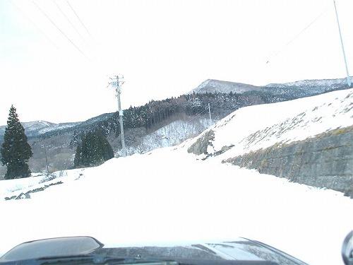 PAJERO MIN9 Tweet マッドテレーンタイヤとスタッドレスタイヤでどちらが雪道の走破